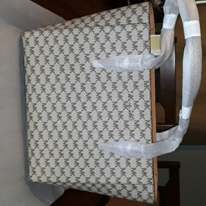 One day only! Michael Kors Tote NWT